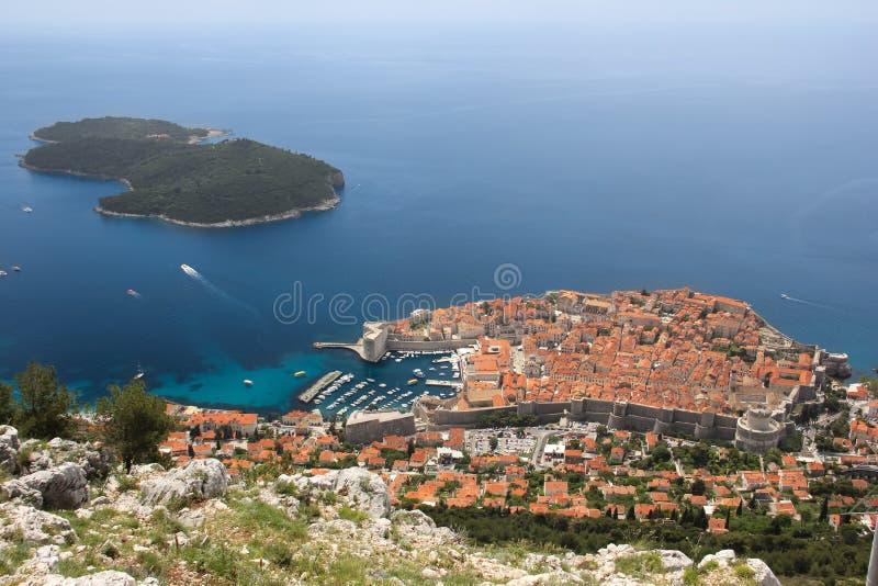 Oud stad en Lokrum-eiland dubrovnik Kroatië stock afbeeldingen