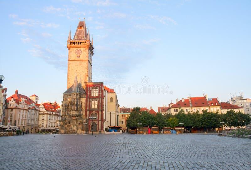 Oud stadsvierkant met stadhuis van Praag royalty-vrije stock afbeeldingen
