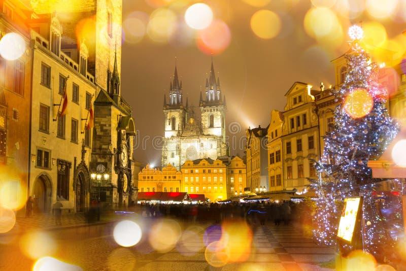 Oud stadsvierkant in Praag in Christmass-tijd stock afbeeldingen