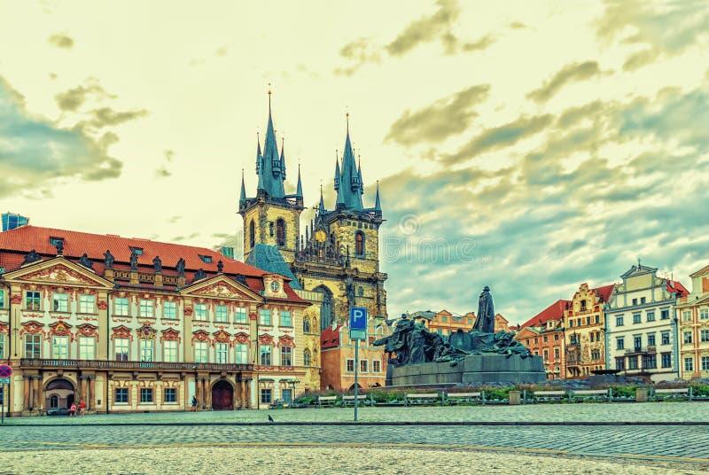 Oud Stadsvierkant van Praag en zijn beroemde gezichten stock foto's
