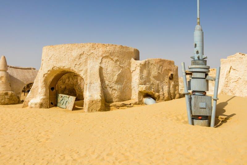 Oud Star Wars geplaatst inbouwend de woestijn van de Sahara dichtbij Naftah, Tunesië stock afbeeldingen