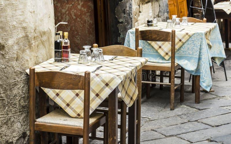 Oud stijl traditioneel Italiaans restaurant royalty-vrije stock afbeeldingen