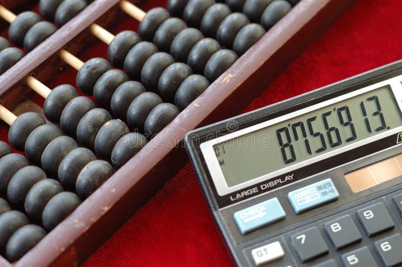 Oud telraam en moderne calculat stock afbeelding