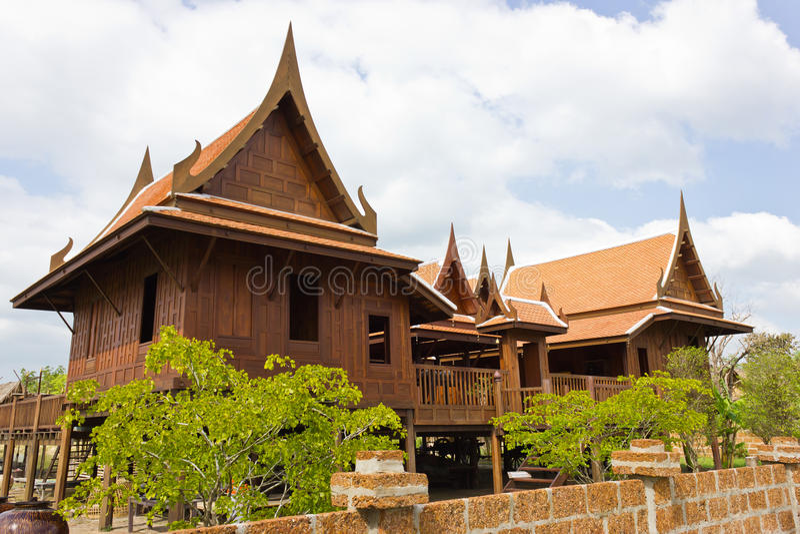 Oud thais huis stock afbeelding afbeelding bestaande uit for Thai classic house