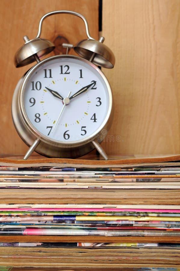 Download Oud Tijdschrift En Oude Klokklok Stock Foto - Afbeelding bestaande uit tijdschrift, aantal: 29511566
