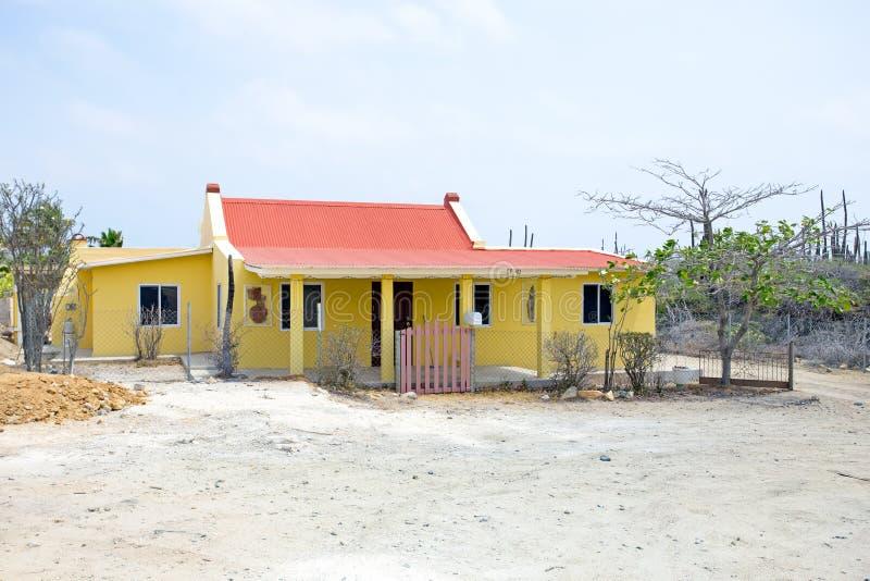 Oud traditioneel arubean huis op het eiland van Aruba stock foto
