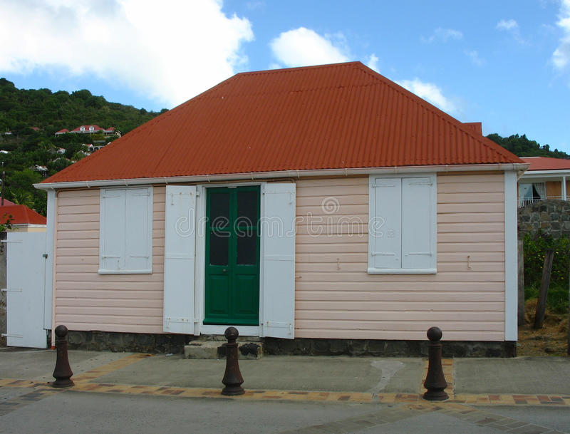 Oud traditioneel huis in Gustavia bij St Baronets stock fotografie