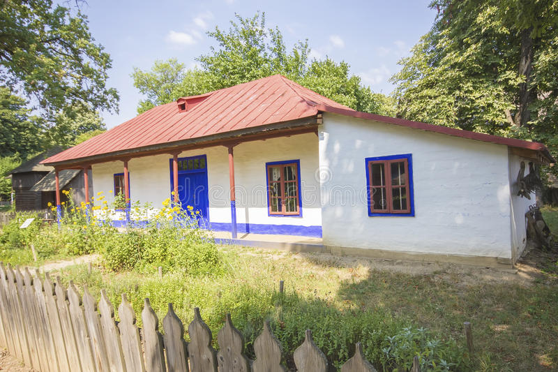 Oud traditioneel Roemeens huis stock foto's