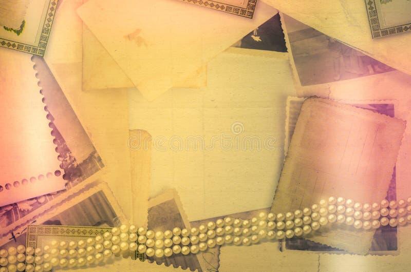 Oud uitstekend archief met foto's en parels vector illustratie