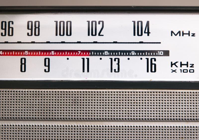 Oud uitstekend radiodetail stock foto