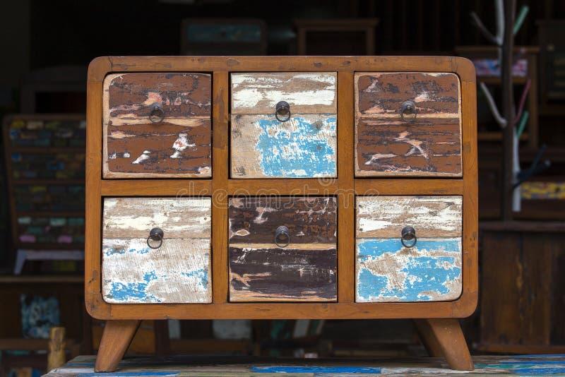 Oud uitstekend sjofel meubilair, houten textuur in Ubud-markt, eiland Bali, Indonesië royalty-vrije stock fotografie