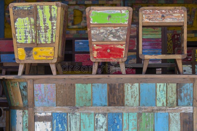 Oud uitstekend sjofel meubilair, houten textuur in Ubud-markt, eiland Bali, Indonesië royalty-vrije stock afbeeldingen