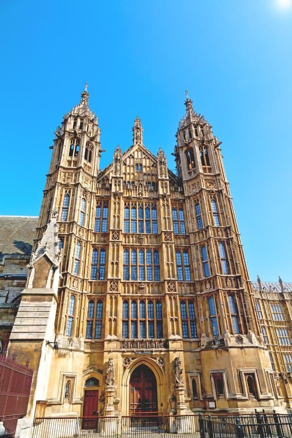 oud in van het het parlementsglas van Londen historische het vensterstructu stock foto