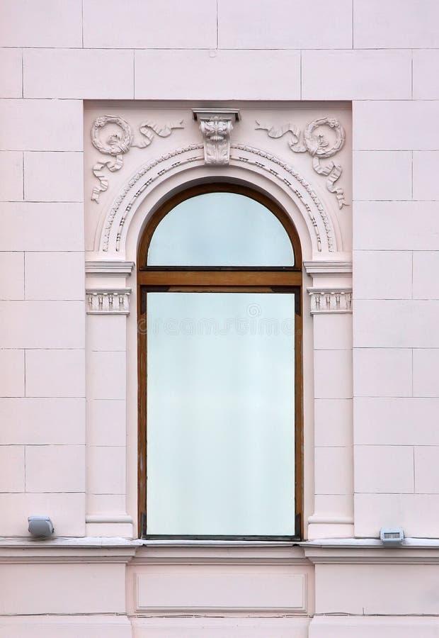 Oud venster in de Klassieke stijl stock afbeelding