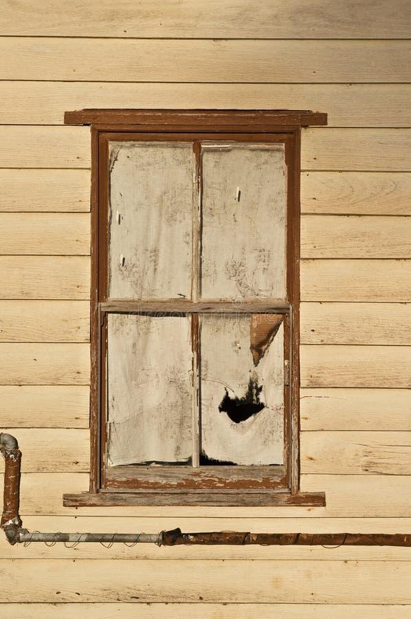Oud venster in houten cabine royalty-vrije stock foto