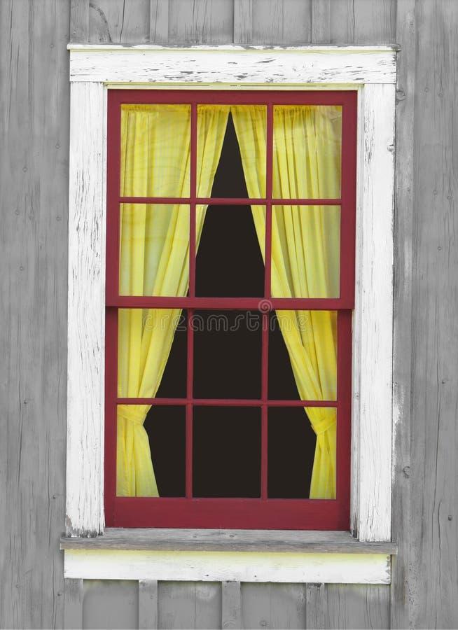 Oud venster met een geel gordijn royalty-vrije stock afbeelding