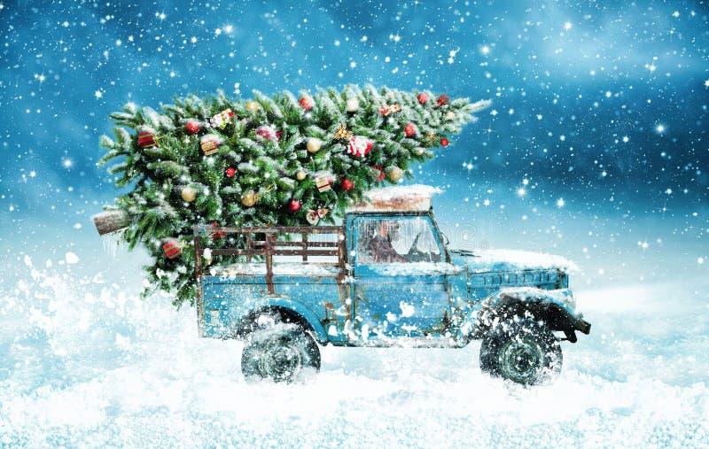 Oud verbeter met een Kerstmisboom royalty-vrije stock afbeelding