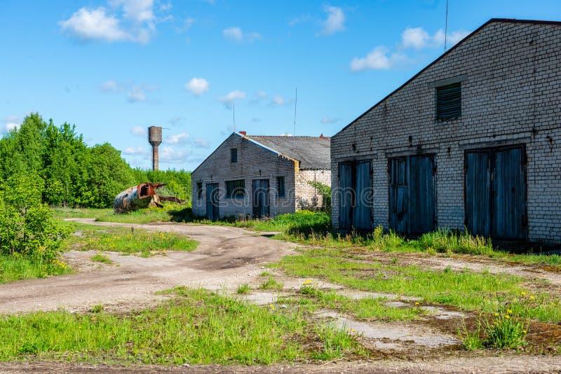 oud verlaten boerderijbinnenland stock fotografie