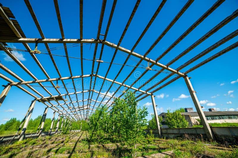 oud verlaten boerderijbinnenland royalty-vrije stock foto