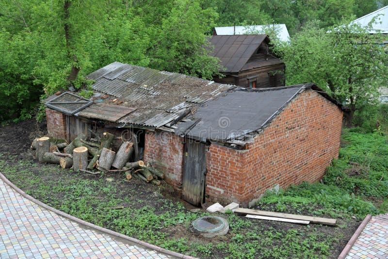 Oud verlaten huis stock afbeeldingen