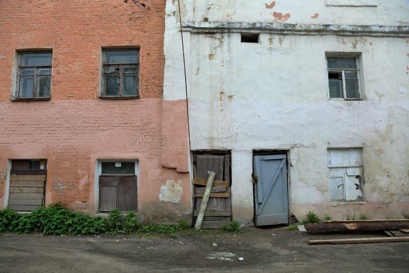 Oud verlaten huis royalty-vrije stock fotografie