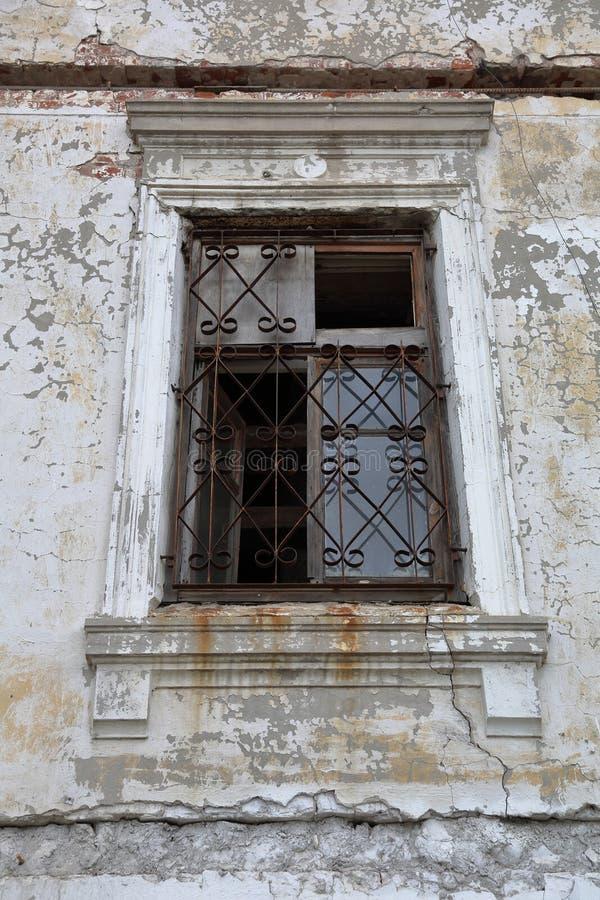 Oud verlaten huis stock fotografie