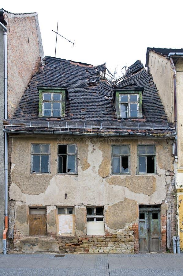 Oud verlaten huis stock fotografie afbeelding 14081302 - Oud huis ...