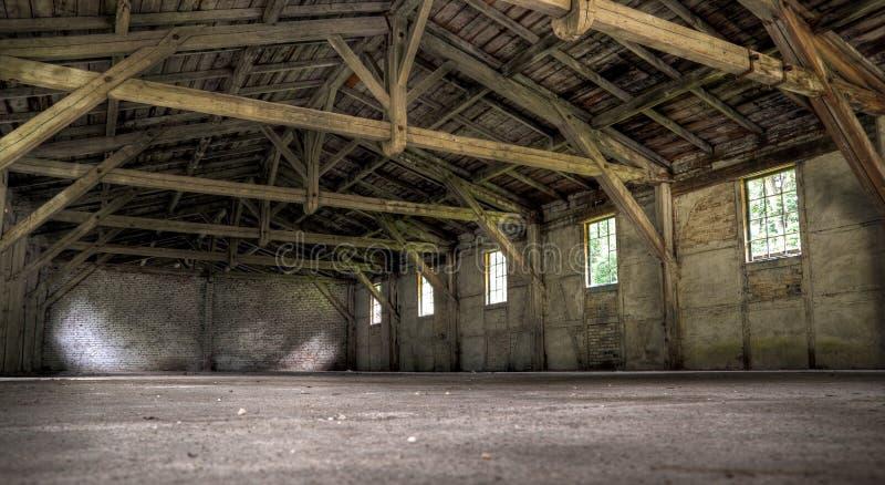 Oud verlaten pakhuis stock fotografie