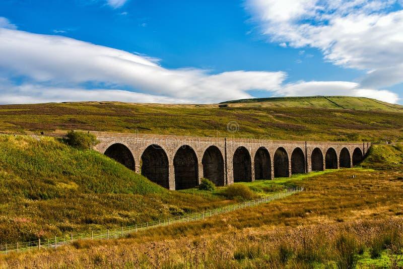 Oud viaduct in Groot-Brittannië stock afbeeldingen