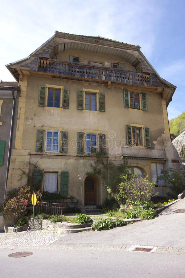 Oud Vier Verhaal Zwitsers Huis stock fotografie