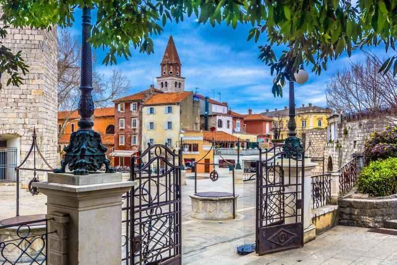 Oud vierkant in stadscentrum van Zadar, Kroatië stock foto