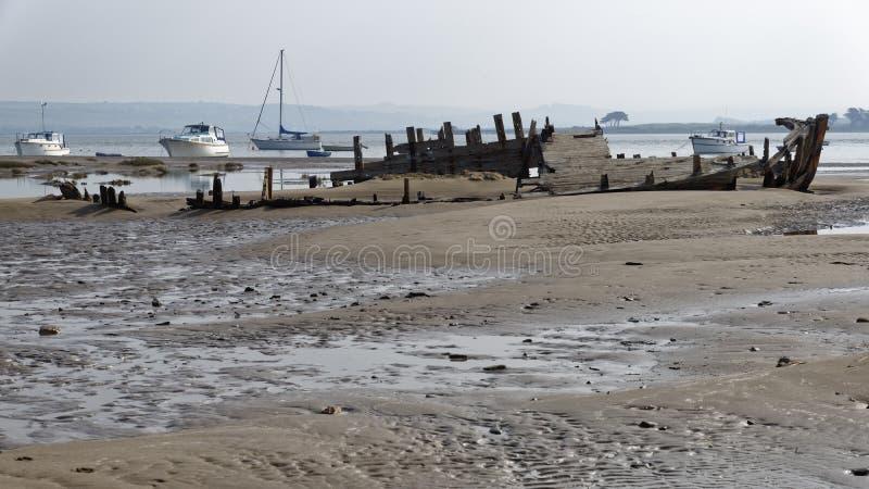 Oud vissersbootwrak stock afbeelding
