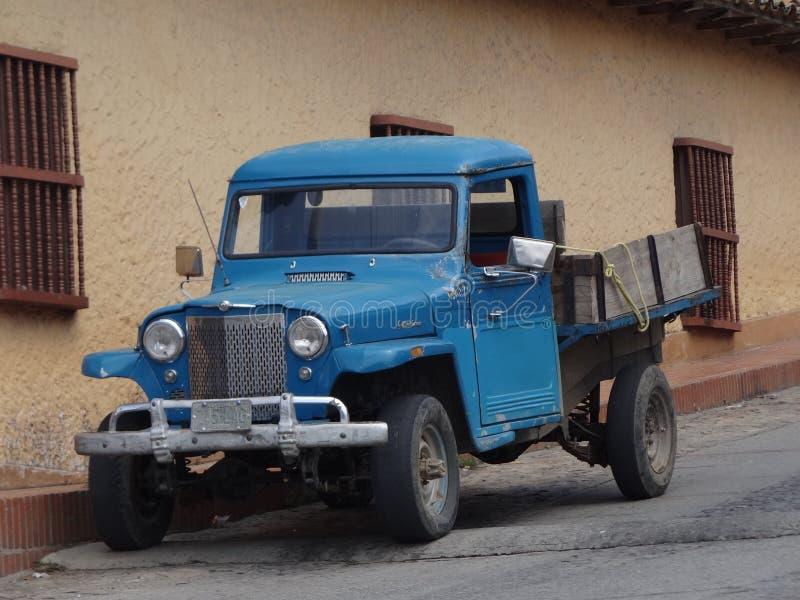 Oud voertuig royalty-vrije stock afbeeldingen
