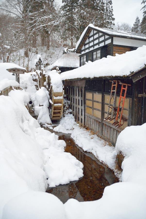 Oud waterrad in Japan stock foto's