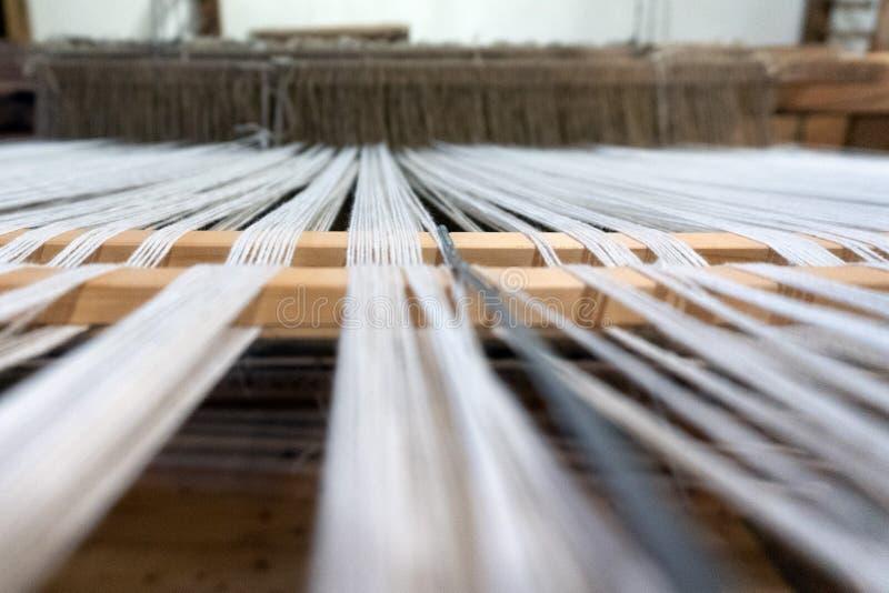 Oud weefgetouw antiek het weven naaimachinedetail royalty-vrije stock afbeeldingen