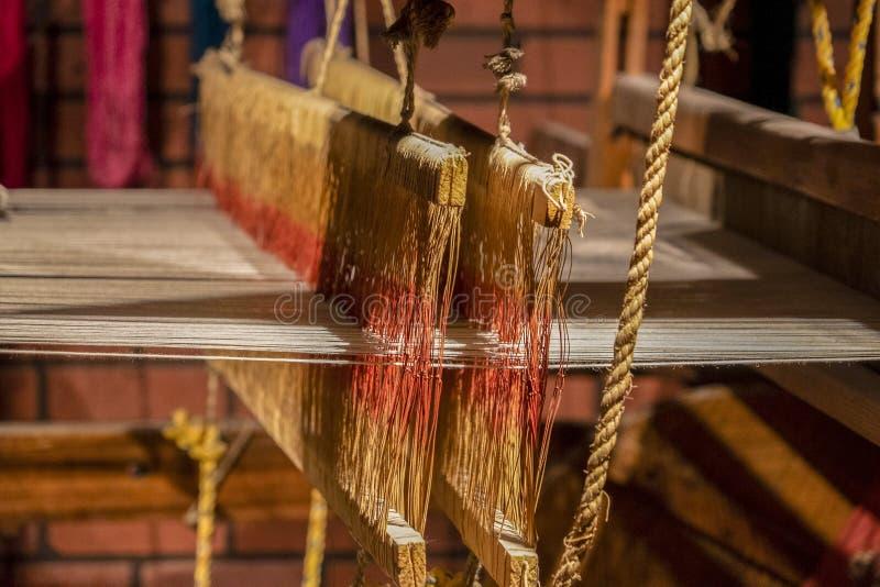 Oud weefgetouw antiek het weven naaimachinedetail royalty-vrije stock foto