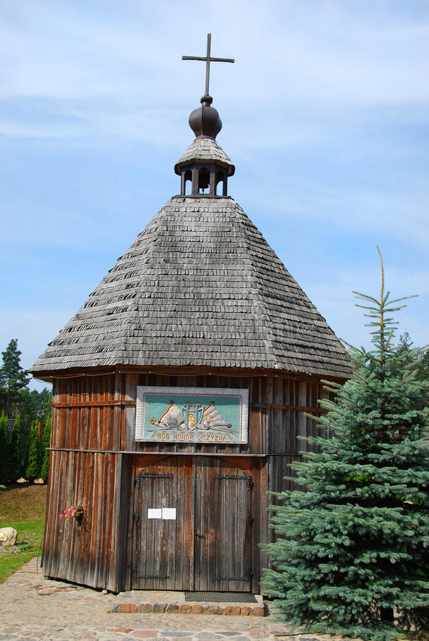 Oud weinig houten kerk in Szymbark stock foto's