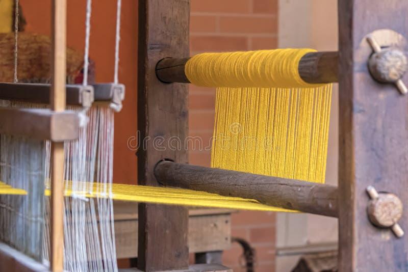 Oud wevend weefgetouw stock afbeeldingen