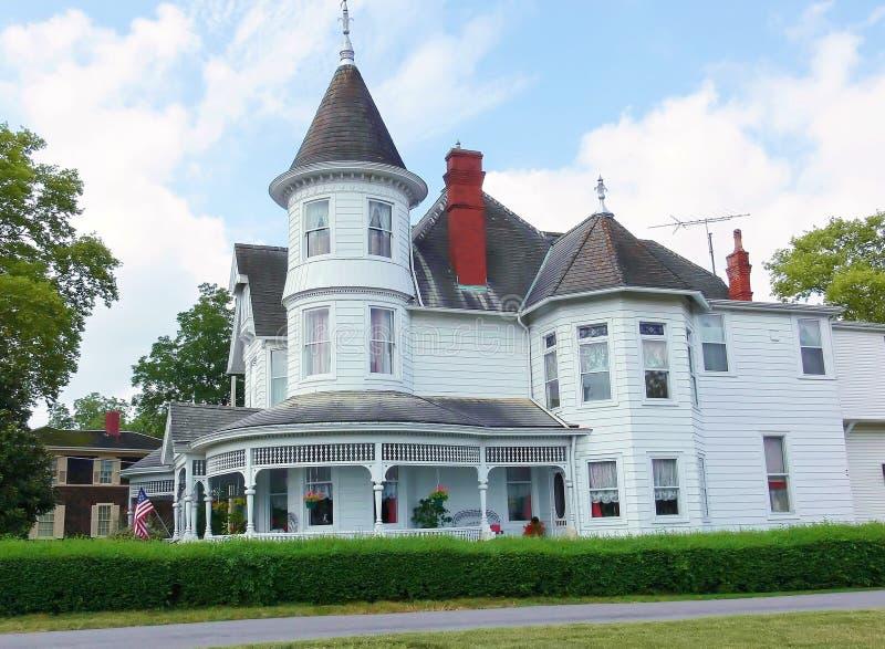 Oud wit Victoriaans huis    royalty-vrije stock foto's