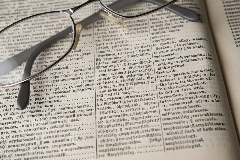 Oud woordenboek stock foto