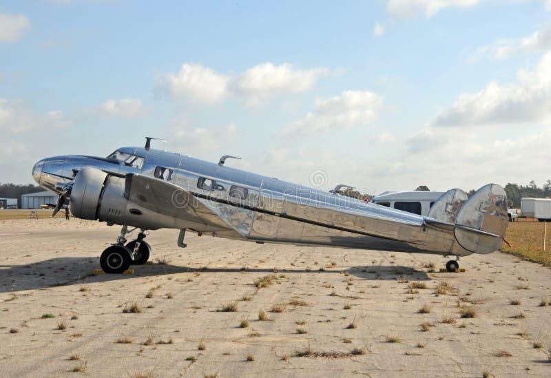 Oud zilveren vliegtuig stock afbeelding