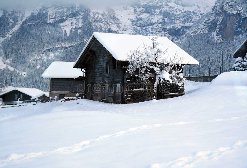 Oud Zwitsers Plattelandshuisje stock afbeelding