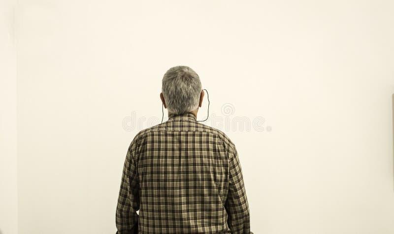 Oude alleen mens stock foto's