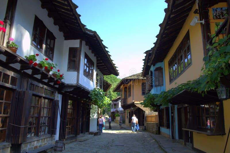 Oude ambachtenstraat in Etar, Bulgarije stock afbeelding