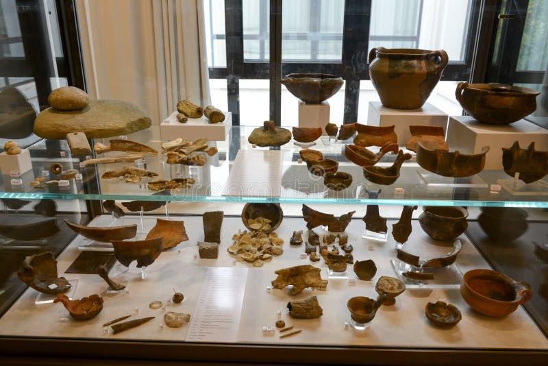 Oude amfora van het museum bij de Roman ruïnes in Egnazia royalty-vrije stock foto's
