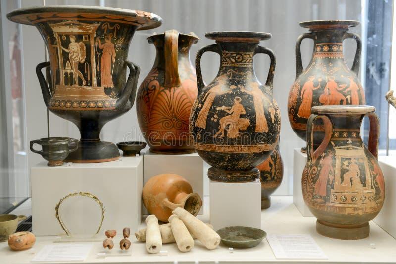 Oude amfora van het museum bij de Roman ruïnes in Egnazia royalty-vrije stock afbeeldingen