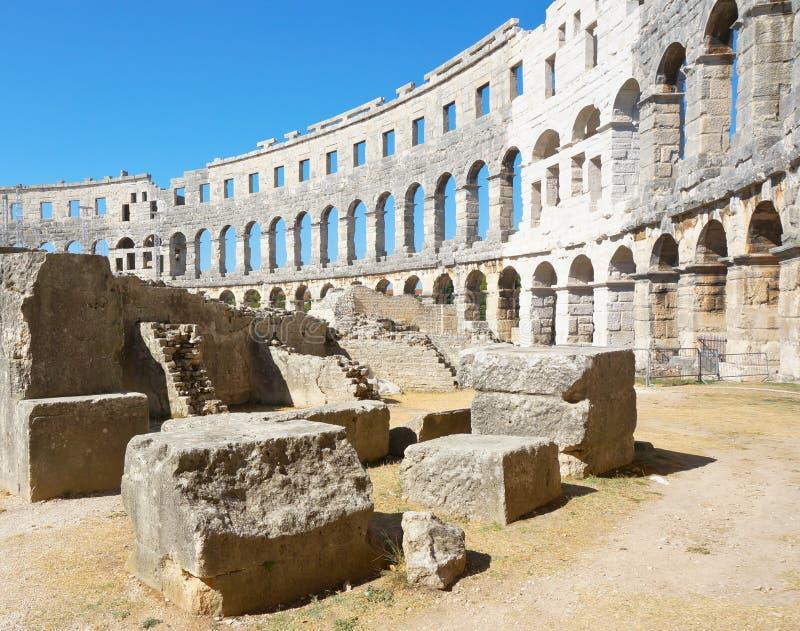 Oude amphitheatre in Pula - Kroatië stock foto's