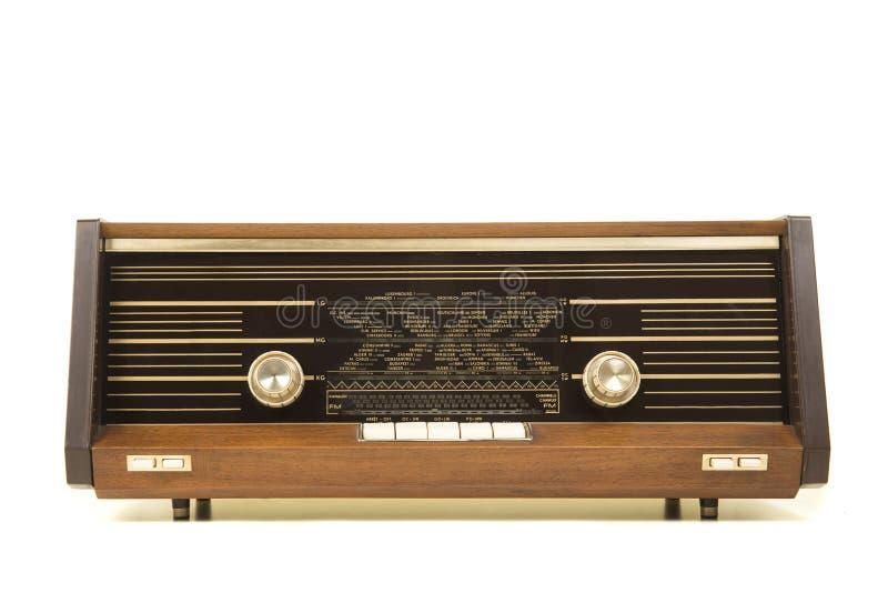 Oude antieke die radio van de voorzijde wordt gezien op een witte backgr wordt geïsoleerd royalty-vrije stock afbeeldingen