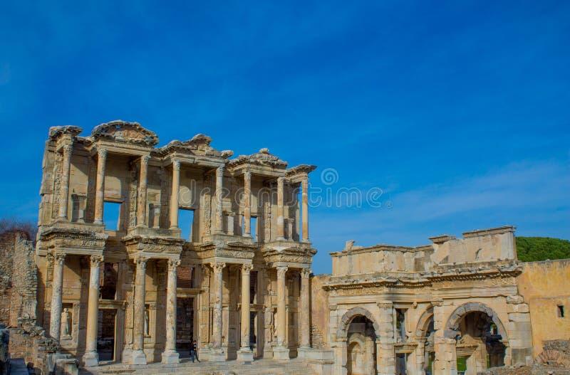 Oude antieke stad van Efes, de bibliotheekruïne van Ephesus Celsus in Turkije stock foto's
