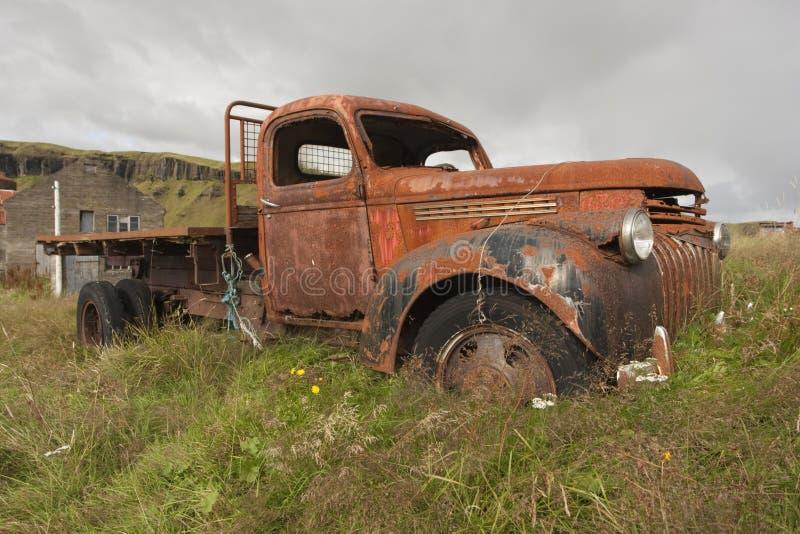Oude antieke vrachtwagen royalty-vrije stock afbeeldingen